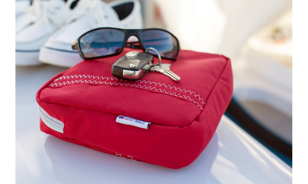 accessory pouch sailcloth red